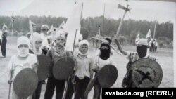 Кірыл — «татарскі хан» (справа). Летнік «Грунвальд», 1991