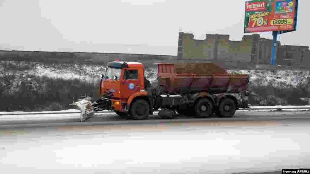 Комунальні служби впоралися тільки з 15% робіт на дорогах міста