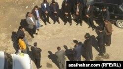 Türkmen resmileri. Aşgabat