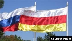 Договор о союзничестве и интеграции был подписан президентами России и Южной Осетии 18 марта в Москве. После документ ратифицировали парламенты двух стран – 3 апреля югоосетинский, 19 июня – российский