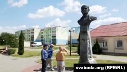 Бюст Ігната Дварчаніна ў Дзятлаве