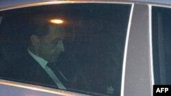 Ֆրանսիայի նախկին նախագահ Նիկոլա Սարկոզին հարցաքննությունից հետո հեռանում է ֆինանսական հանցագործությունների բաժանմունքից, 2-ը հուլիսի, 2014թ․