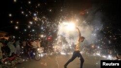 لاهور کې د کرکټ مېنوال جشن کوي