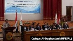 مسؤولون في هيئة النراهة العامة يتحدثون في مؤتمر صحفي ببغداد عن نتائج تقريرهم نصف السنوي
