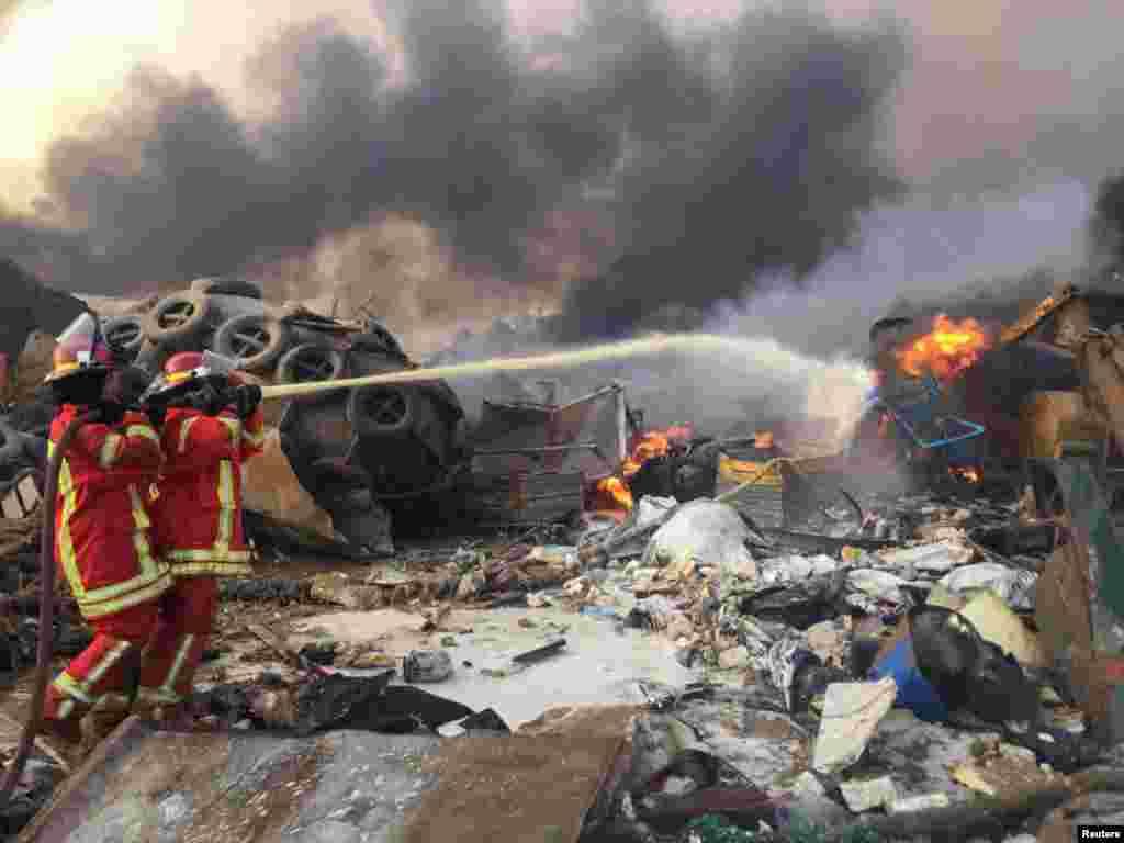 Пожежники борються із вогнем