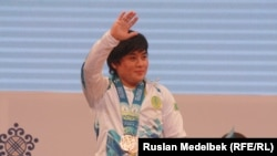 Kazakhstan/Almaty - Kazakh Zhazira Zhapparkul at the Weightlifting World Championship. 14Nov2014