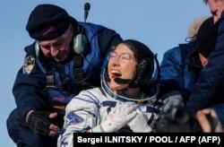 Кристина Кук после возвращения на Землю, 6 февраля 2020