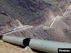 Ираннан тартылып жатқан газ құбыры. Армения. (Көрнекі сурет)