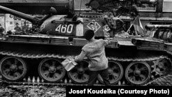 """Йозеф Коуделка. Из альбома """"Вторжение-68"""""""