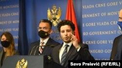 Zëvëndëskryeministri i Malit të Zi, Dritan Abazoviq dhe pas tij ministri i Drejtësisë Vladimir Leposaviq. Foto nga arkivi.