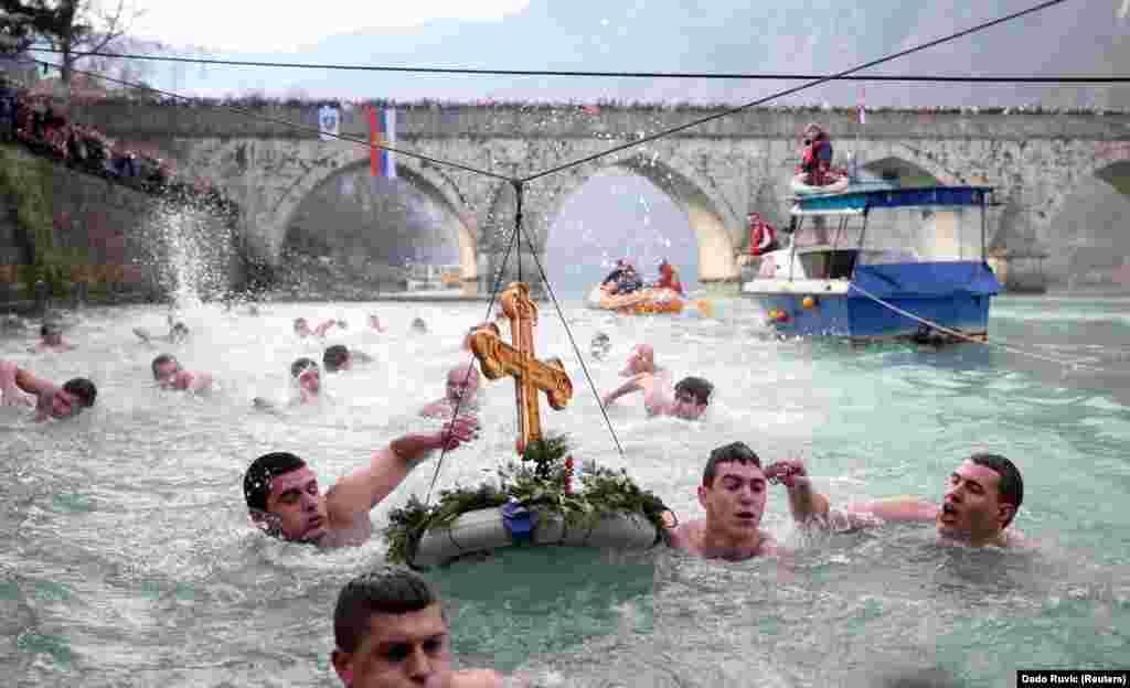 Празднование Крещения Господня в боснийском городе Вишеград.