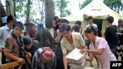 Ханабад качаклар лагерында һуманитар ярдәмне тарату