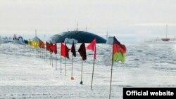 Ekspedisiyanın üzvləri zirvəyə Azərbaycan bayrağını sancıblar