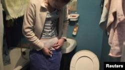 Наркозависимая делает себе инъекцию героина, Тверь, 20 февраля 2011