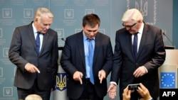 Жан-Марк Эро, міністар замежных справаў Украіны Павал Клімкін і Франк-Вальтэр Штайнмаер