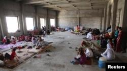 Семьи езидов, вынужденно покинувшие свои дома, размещены в Дахуке. 4 августа 2014 года.