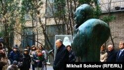 Открытие памятника Егору Гайдару