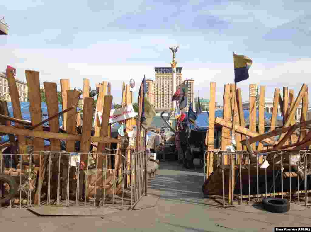 """Вход на Майдан со стороны Малой Житомирской и отеля """"Козацкий"""""""