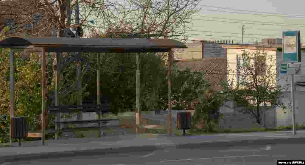 Автобусная остановка на улице Севастопольской в Симферополе