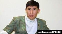 Еркебұлан Қайназаров, айтыскер ақын. Алматы, 11 ақпан 2012 жыл.