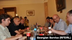 Заседание оппозиционных депутатов парламента Грузии. Тбилиси. 01 августа 2011 г.