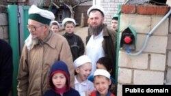 Члены мусульманской секты Файзрахмана Саттарова. Татарстан, 3 августа 2012 года.