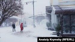 Снег в Симферополе. Архивное фото