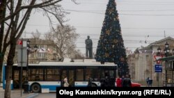 A Christmas tree in Simferopol remains unlit and an electric bus is immobilized as Crimea experiences its second power outage this week,