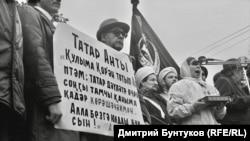 Фотограф Дмитрий Бунтуков запечатлел лица людей, которые в августе 1990 года были на Площади Свободы в Казани, где проходили многотысячные митинги с требованиями суверенитета Республики Татарстан