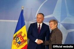 Ігар Дадон з намесьніцай генэральнага сакратара NATO Роўз Гетэмюлер.