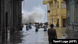 Илустрација: Поплавени улици во главниот град на Куба, Хавана, на 10 септември 2017