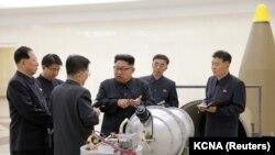 Архівне фото. Північнокорейський лідер північнокорейський лідер Кім Чен Ин обговорює ядерну програму