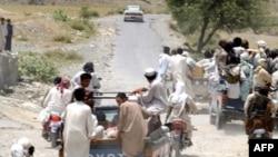 Suspected Pakistani Taliban militants fleeing a conflict zone in June