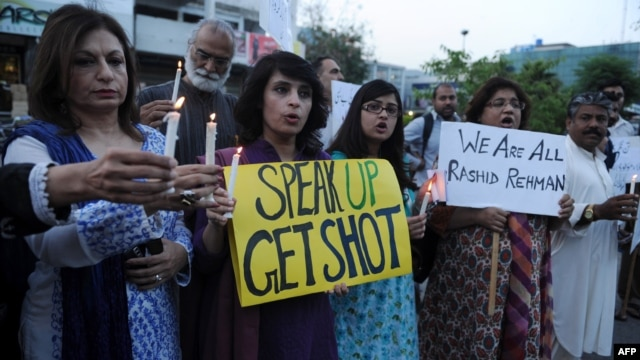 Activists from the Human Rights Commission of Pakistan (HRCP) hold candles and placards during a protest  in Islamabad on May 8 against the killing of Pakistani lawyer Rashid Rehman.