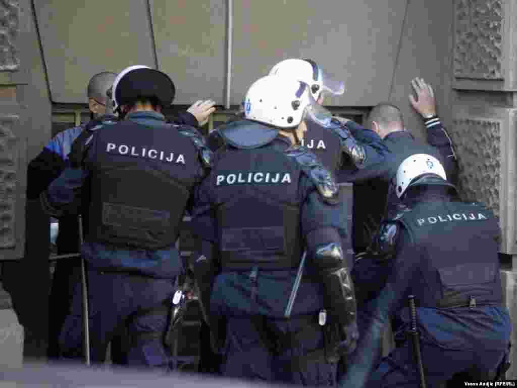 Protestom u Beogradu LGBT populacija zatražila je da se konačno zaustavi nasilje prema njima, 19. oktobar 2011.