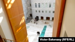 """""""Manifesta 10"""" într-o clădire nou amenajată a Muzeului Ermitaj de la St. Petersburg"""