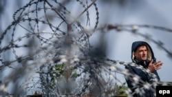 Žičana ograda na mađarsko-srbijanskoj granici kod Tompa, fotoarhiv