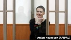 Українська льотчиця Надія Савченко під час засідання суду у Донецьку Ростовської області