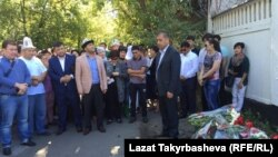 Москвадагы кыргыз мигранттары курман болгондорду эскерүүдө.