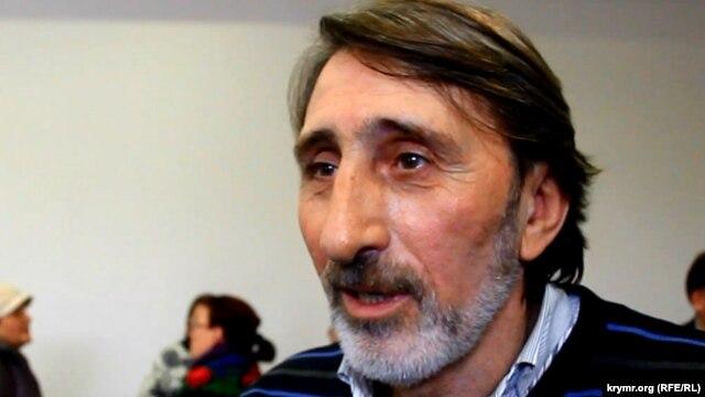 Из Крыма депортировали активиста национального движения крымских татар