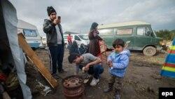 Pamje e migrantëve në një kamp në Francë