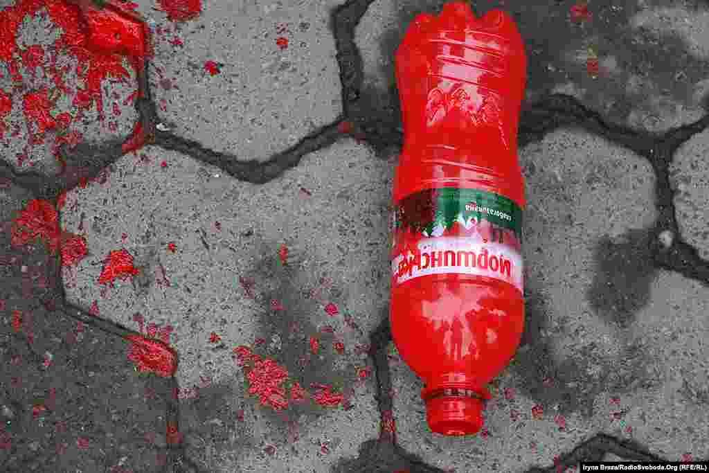 Цього року проти жінок використали пляшки з фарбою