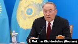 Қазақстан президенті Нұрсұлтан Назарбаев халыққа арнаған жолдауын жариялап отыр. Астана, 5 қазан 2018 жыл.