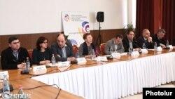 Հայաստանի քաղաքացիական հասարակության ներկայացուցիչները քննարկում են նոր Ընտրական օրենսգրքի նախագիծը, արխիվ