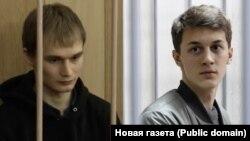 Егор Жуков (справа)