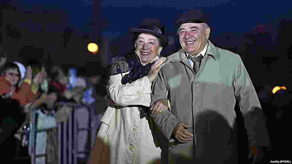 Камал театры каршында яңа сезон ачу тантанасы. Нәҗибә Ихсанова һәм Ринат Таҗетдинов.