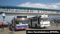 Kazakhstan - Bus, buses. Almaty, 02Aug2016