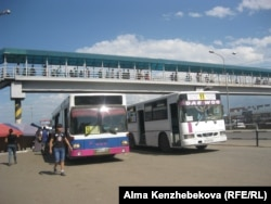Алматының қоғамдық автобустары. Алматы, 2 тамыз 2016 жыл.