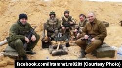 Константин Кошкин (крайний справа) в Сирии, предположительно, 2017 год