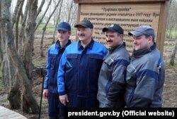 Сям'я Лукашэнка: Мікалай, Аляксандр, Віктар, Дзьмітры (зьлева направа) на рэспубліканскім суботніку. 21 красавіка 2018